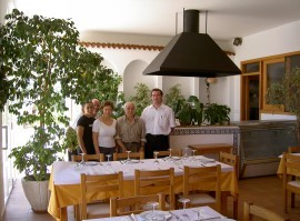 Laura, Vicente, Maria, Miquel, Vicente welcomes you.