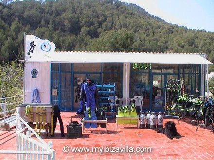 Scuba diving in ibiza in the bay of cala san vicente the for Dive centres
