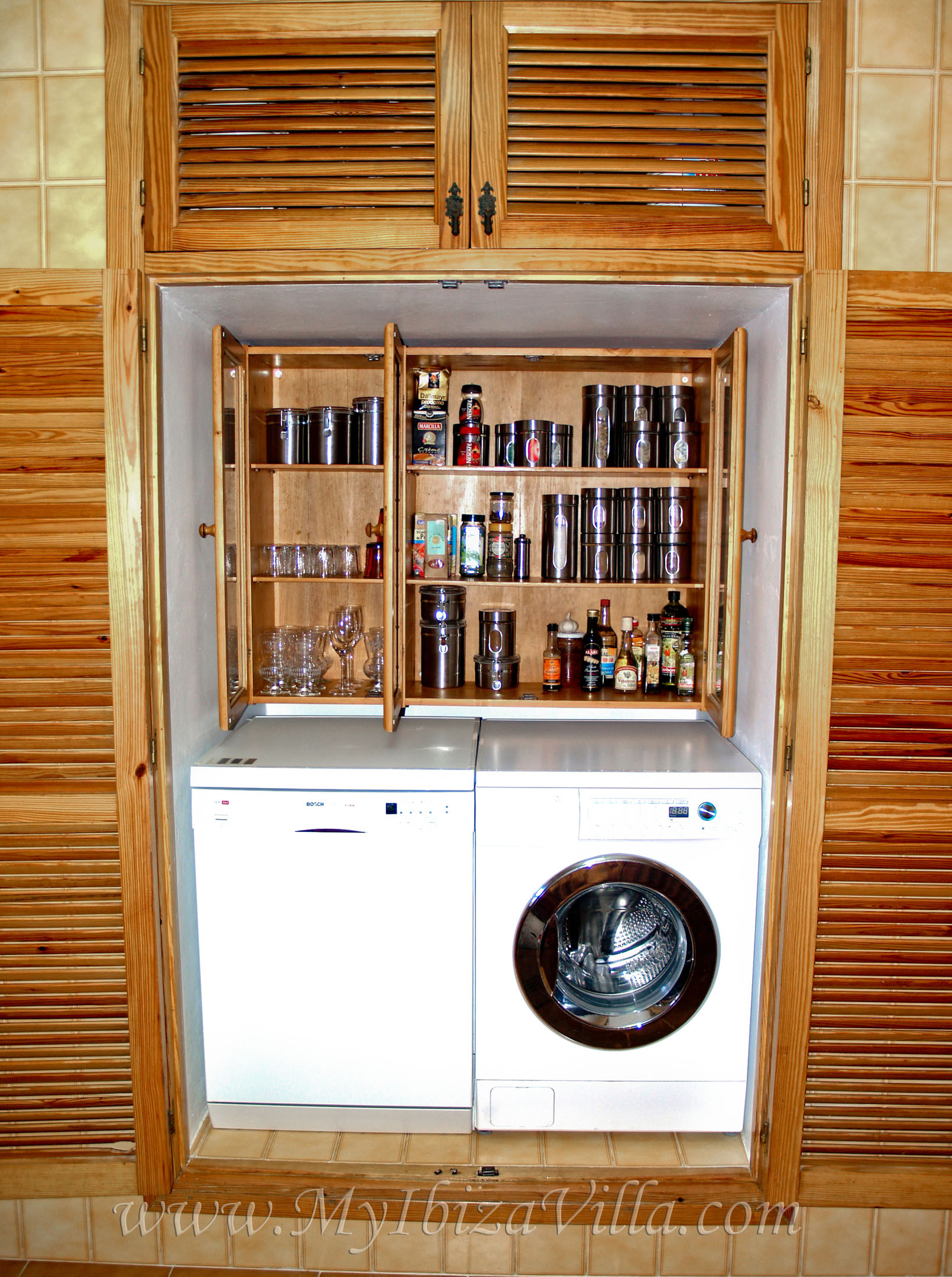 stock cupboard with a lot of spices at your disposal in the villa Ibiza