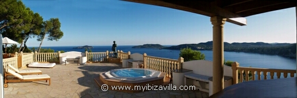 the largest sun terrace with whirlpool of your Spain villa.