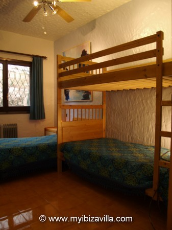 twin bedroom with built-in wardrobes and ventilator of the Spain villa