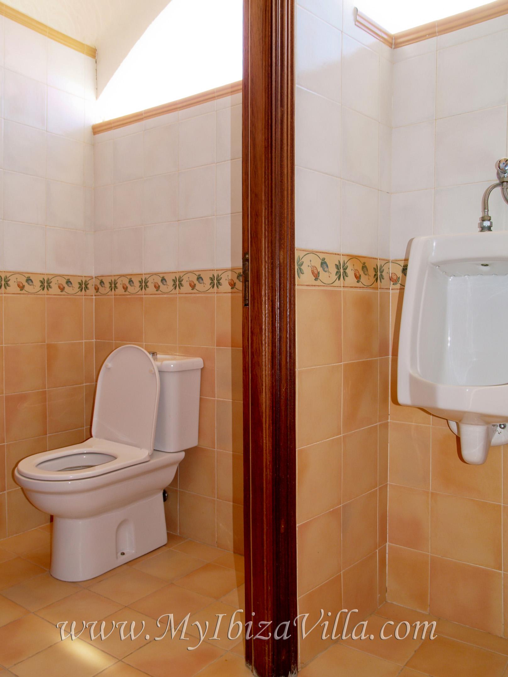 3de badkamer van deze villa Ibiza met 2 wc