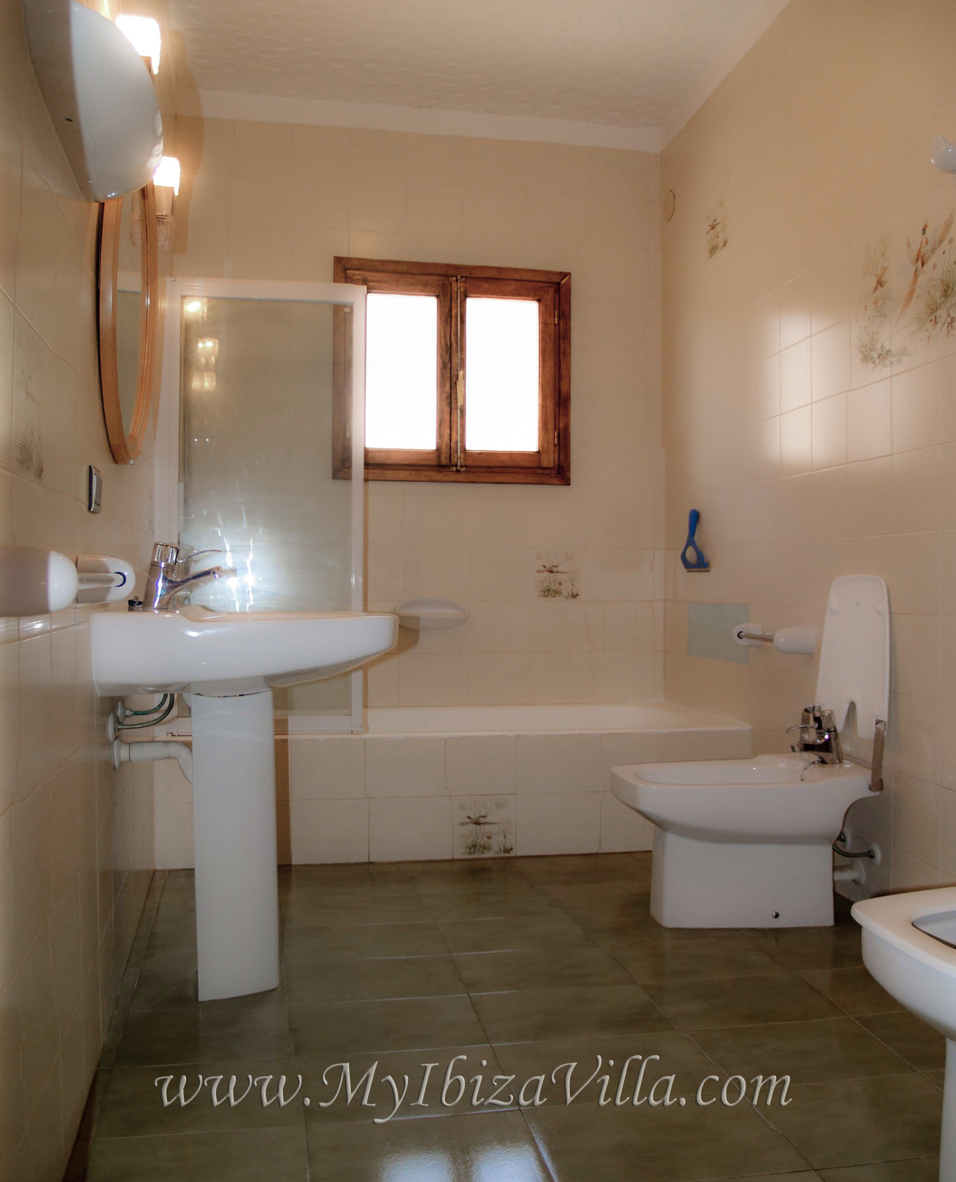 Spain villa to rent in ibiza with 3 bathrooms for Bathroom tiles spain