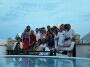 Een groeps foto van de Noorse huurders aan jacuzzi na verjaardag feestje in juni 2010