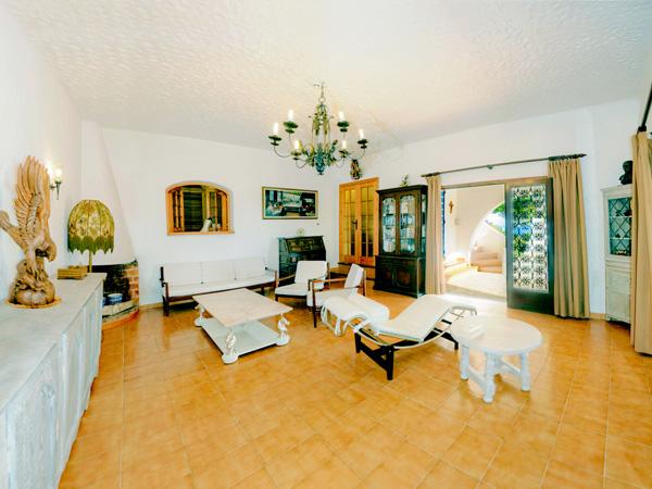 Klik om de living van deze Ibiza villa te zien