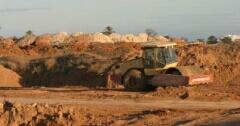 het zand voor de nieuwe golf terreinen op Ibiza moet weer weg